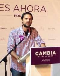 El líder de Podemos en Extremadura declara que no percibió rentas en 2013 ó 2014 y dispone de 800 euros en una cuenta