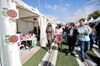 Una veintena de asociaciones se dan cita en Feria de la Juventud que se celebra en Granada