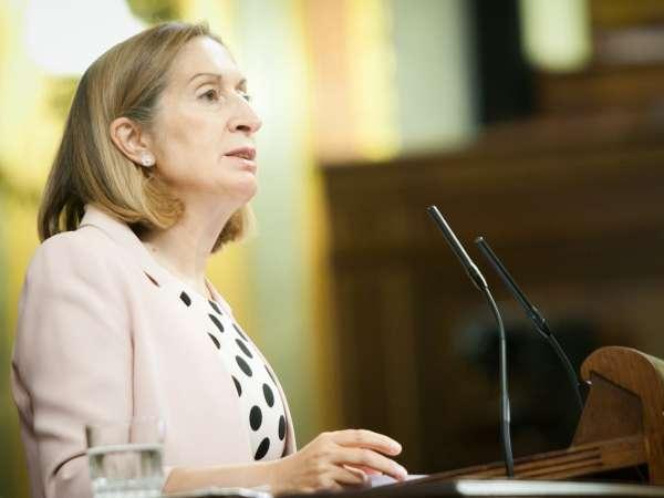 Ana Pastor insiste en que quiere repetir como diputada por Pontevedra y dice que Feijóo es