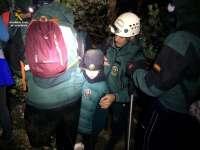 Sucesos.- Rescatados cuatro niños y seis adultos que quedaron enriscados en Sierra Nevada