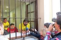 Manifestantes contra los Premios Princesa se encierran en el Ayuntamiento de Oviedo