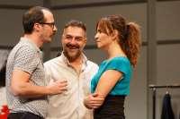 Melani Olivares, Manuela Velasco o Fele Martínez protagonizan la obra 'Bajo Terapia' este domingo en Badajoz