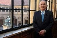 Gotor recibe el Premio a la Excelencia Química por su trayectoria como investigador
