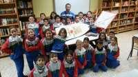 Un bote lanzado en 2013 al océano en Estados Unidos llega al Colegio Nuryana de Tenerife