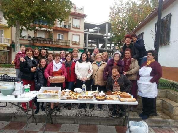Mujeres de Cúllar Vega organizan una chocolatada para comprar gambas en Nochebuena a las familias necesitadas
