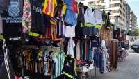 Sucesos.- Intervienen más de 3.300 falsificaciones y detienen a diez personas en el mercadillo de la capital