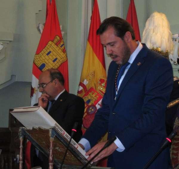 Óscar Puente muestra su rechazo a la agresión a Rajoy,