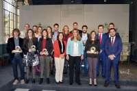 Susana Díaz señala el reto de retener el talento de los jóvenes para