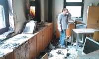 Un incendio a las puertas de la Asociación de Constructores de Ourense provoca importantes daños en la sede