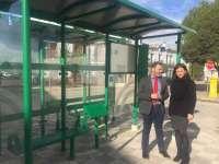 La Junta inicia en Lopera su plan de instalación y renovación de marquesinas del transporte público