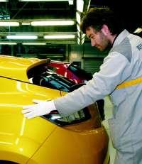 Renault propone aumentar la jornada y ligar retribución a objetivos para optar al nuevo modelo en Valladolid