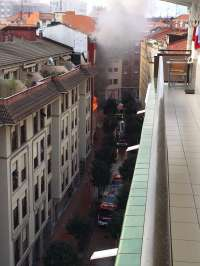 Un incendio en un edificio en Barakaldo obliga a desalojar diez viviendas, pero no causa heridos