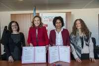 Martín firma acuerdo con la UNESCO para convertir al CIBIR en el centro de referencia en materia de bioética en español