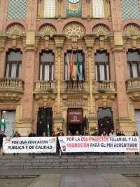 Profesores universitarios andaluces se movilizan por la equiparación salarial y la promoción efectiva