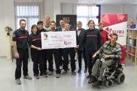 Los bomberos de la DPZ entregan a Fadema 17.000 euros de la venta del calendario solidario