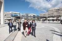 Diputación y Ayuntamiento de Marbella invierten 434.000 euros en la plaza Antonio Banderas de Puerto Banús