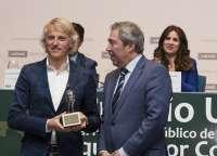 Jesús Calleja recibe en la UEMC de Valladolid el premio al personaje público de CyL que mejor comunica