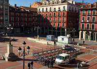 Comienza la instalación de las tribunas para las procesiones de Semana Santa en la Plaza Mayor de Valladolid