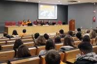 Estudiantes de Bachillerato conocen de primera mano las titulaciones relacionadas con la economía y la empresa