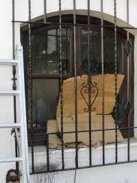 Sucesos.- Roban varios expedientes del Ayuntamiento de Nerja tras forzar un ventanal y acceder al edificio