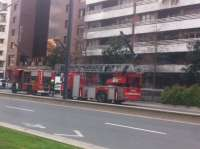 Bomberos sofocan un incendio en el interior de una vivienda en Gran Vía