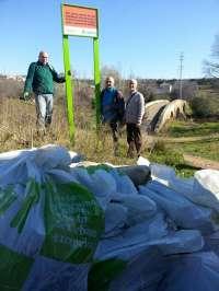 Internos del Centro Penitenciario de Córdoba recogen más de ocho toneladas de residuos en parajes naturales