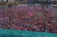 Unos 8.000 jóvenes asisten a la 'Holi Run' de Granada como alternativa al botellón de la Fiesta de Primavera