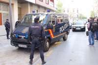 Sucesos.- Efectivos de la UDEF trasladan al alcalde de Granada al Ayuntamiento para seguir con las diligencias
