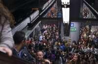 El metro registra este jueves un récord histórico de viajeros, con 150.240 usuarios, un 20,95% más que en 2015