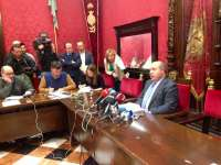 AV.- Alcalde se niega a dimitir, dice que se siente