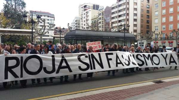 Numerosos logroñeses se manifiestan contra los actos vandálicos en 'La Barranca' y contra el 'fascismo'