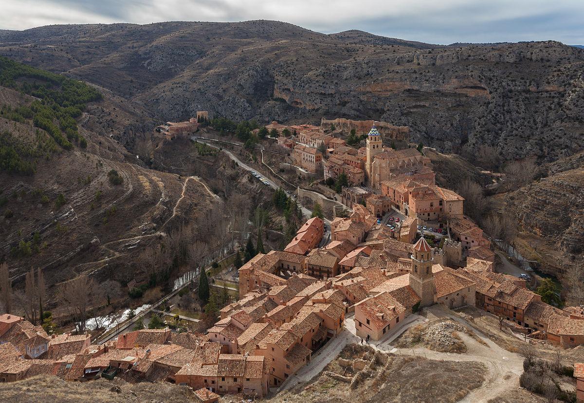 Albarracín es una localidad y municipio español del suroeste de la provincia de Teruel, comunidad autónoma de Aragón. Tiene un área de 452,74 km² con una población de 1054 habitantes (INE 2016) y una densidad de 2,33 hab/km². La localidad es Monumento Nacional desde 1961; posee la Medalla de Oro al mérito en las Bellas Artes de 1996, y se encuentra propuesta por la Unesco para ser declarada Patrimonio de la Humanidad por la belleza e importancia de su patrimonio histórico.
