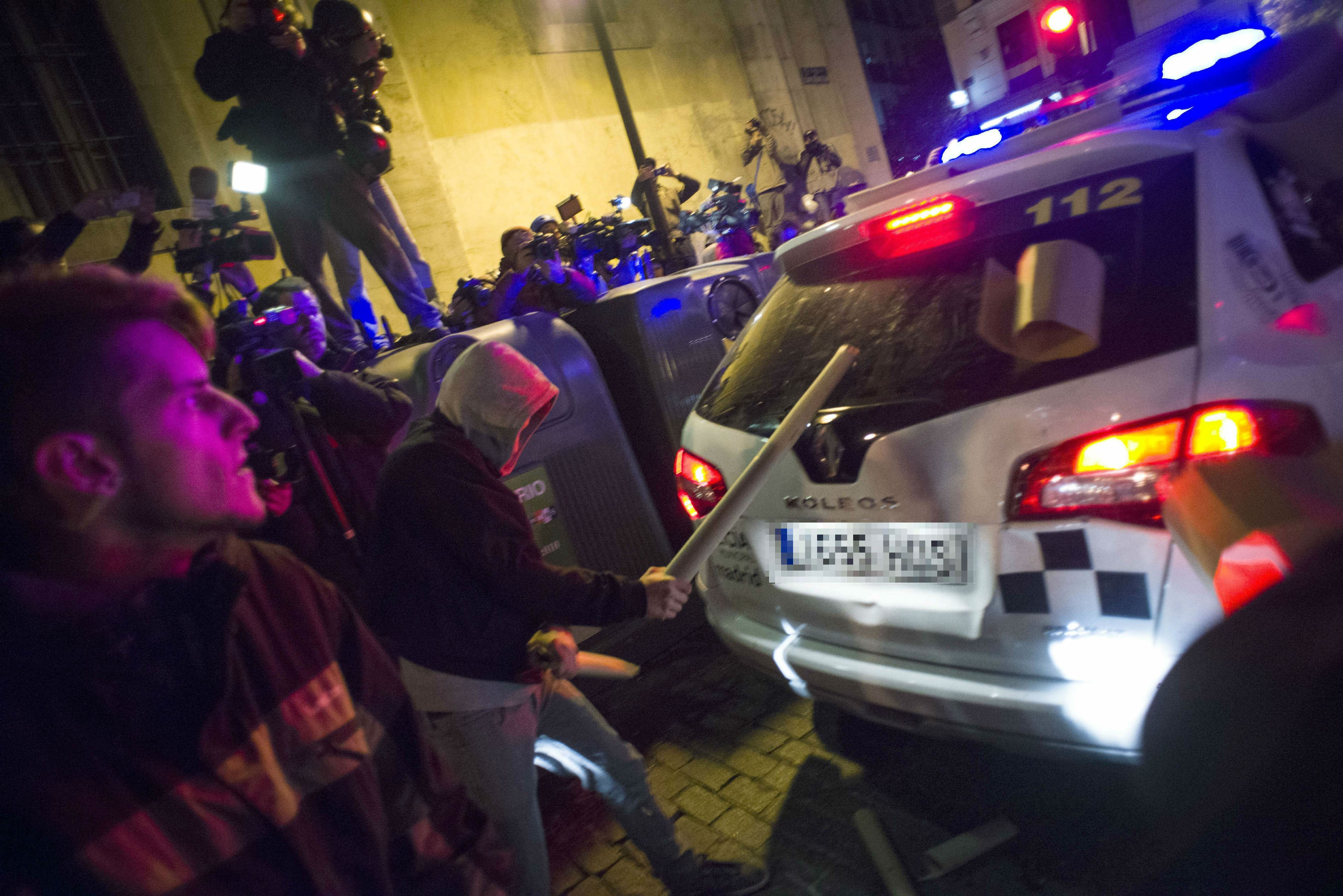 Serios disturbios tras un pacífico 'Rodea el Congreso': 23 heridos y siete detenidos