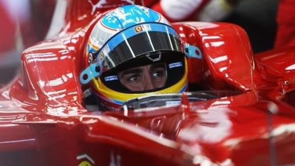 El piloto asturiano, Fernando Alonso, con gesto de concentración