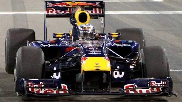Sebastian Vettel celebra el triunfo en Abu Dhabi