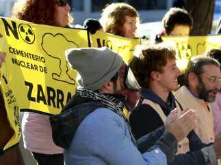 Protesta contra el almacén nuclear.