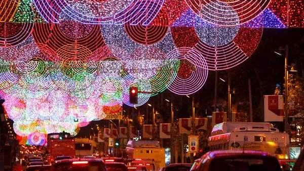 4de1fa1ba67 El Ayuntamiento de Madrid pondrá 600.000 lámparas menos en el alumbrado  navideño