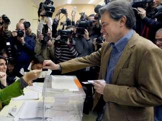 Artur Mas acude a votar
