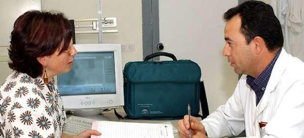 Médico y paciente en un ambulatorio