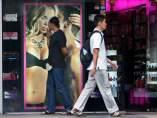 Delante de un sex shop