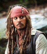 Johnny Depp, como Jack Sparrow