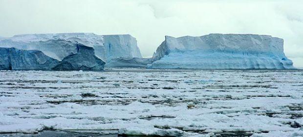 Fragmentación de la placa Wilkins en la Antártida, provocada por el cambio climático