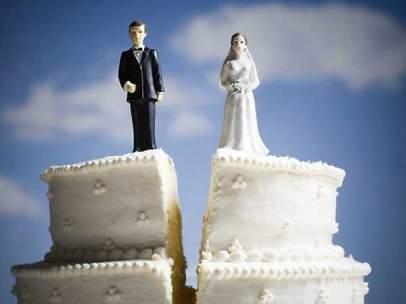 El divorcio en una tarta nupcial.