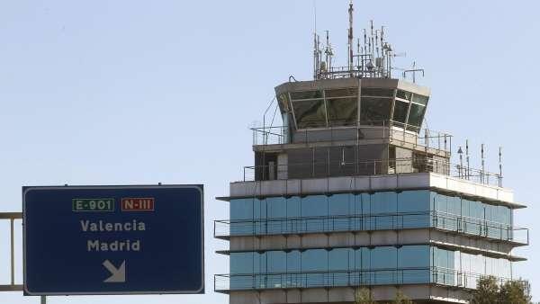 Torre de control del aeropuerto de Manises, Valencia.