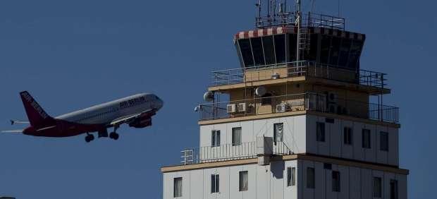 Despegue de un avión en el aeropuerto de Tenerife