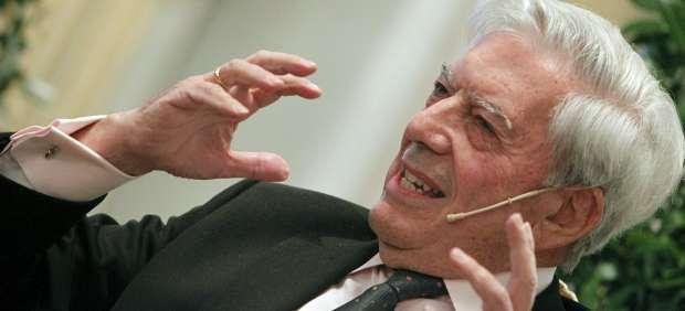 Escritores como Vargas Llosa, Almudena Grandes o Umberto Eco son suplantados en Facebook