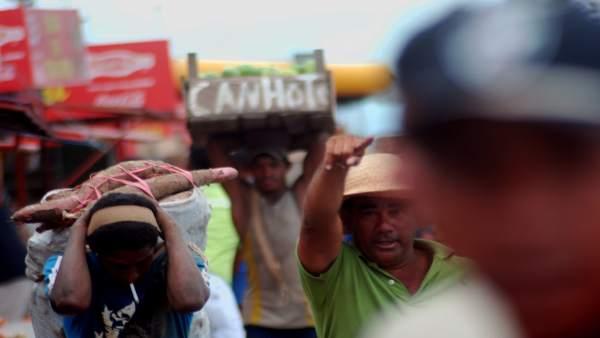 Cargadores en el puerto de Manaos
