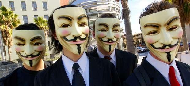 Partidarios y detractores de Wikileaks inician la primera 'ciberguerra de la información'