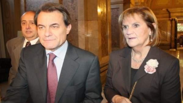 Núria de Gispert, primera presidenta del Parlament, y Artur Mas.