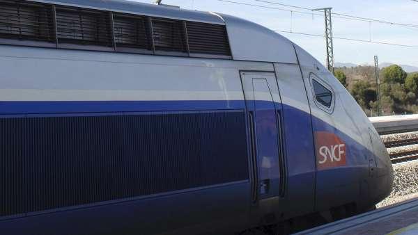 Entra en servicio el tren de alta velocidad entre for Precio tren nocturno barcelona paris